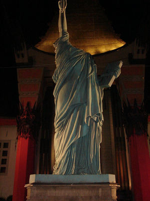 statue of liberty without head for Cloverfield release